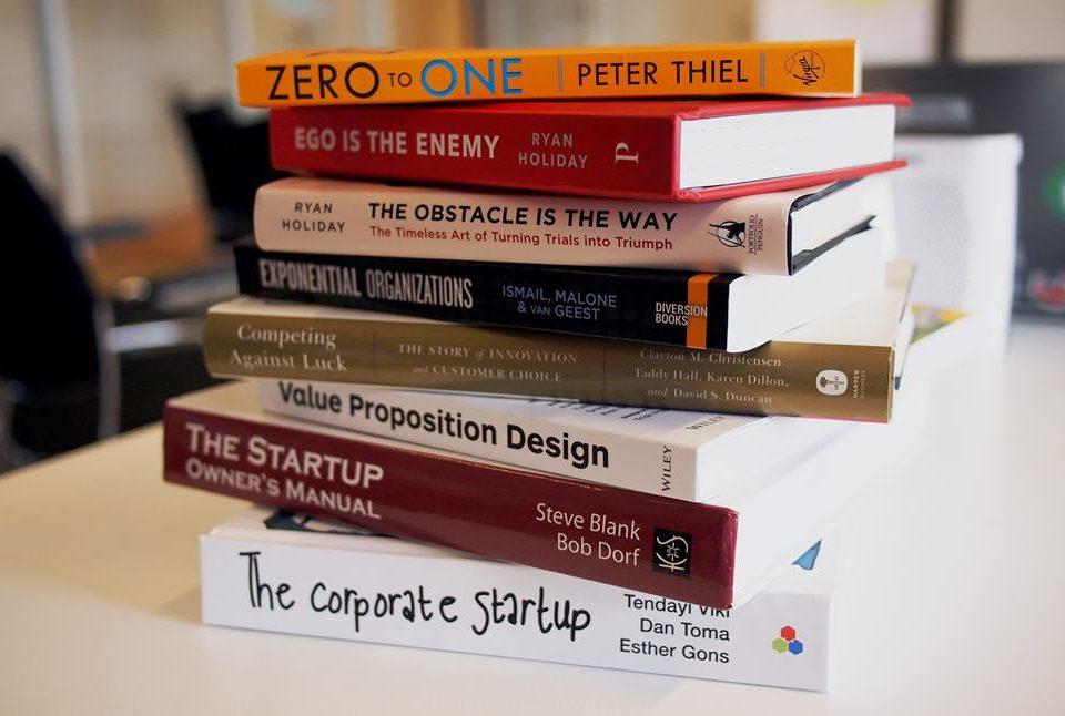 10-knjiga-za-osnivace-startapa 10 knjiga koje bi svaki osnivač startapa trebalo da pročita - 10 knjiga za osnivace startapa 960x646 - 10 knjiga koje bi svaki osnivač startapa trebalo da pročita